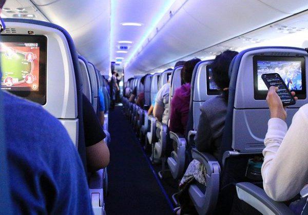 נסיעות וטיסות ארוכות: 7 דרכים יצירתיות להעביר את הזמן