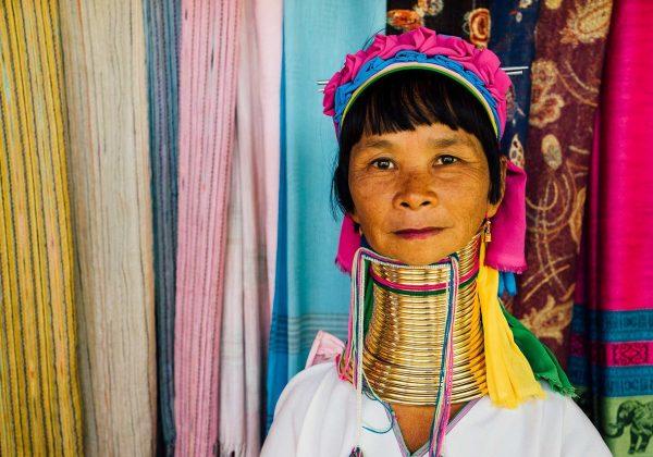 שבט ארוכות הצוואר: מה הסיפור שלהן?